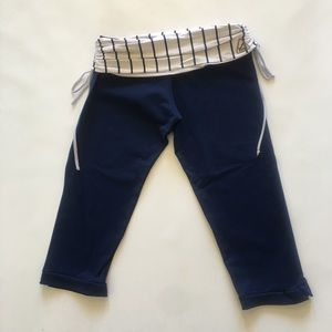 Vibe White and Navy Blue Capris Small?